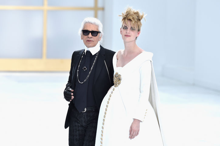 karl-lagerfeld-pregnant-bride-chanel-couture-finale-w724