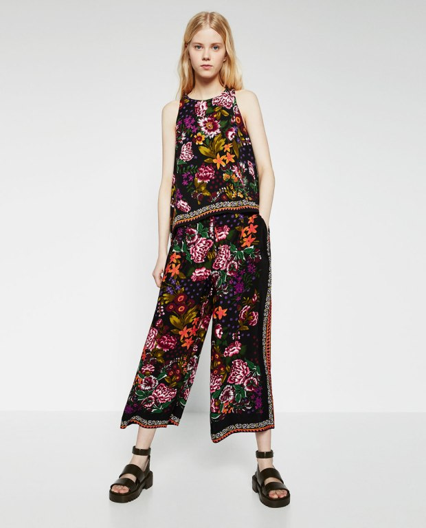 Printed loose fit trousers